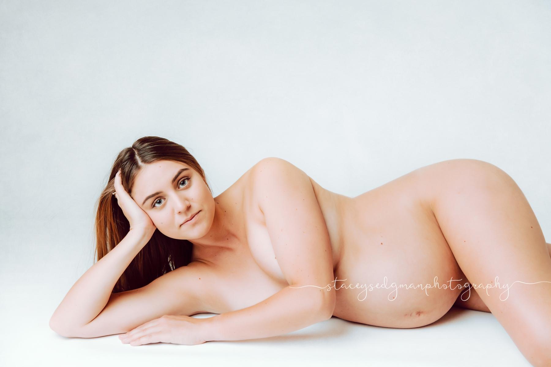 Nude pregnant mum boudoir photoshoot